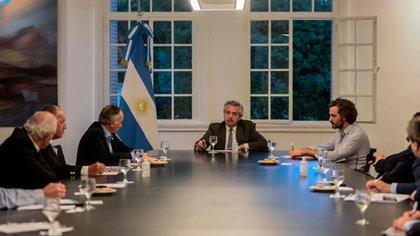 Alberto Fernández con dirigentes de la UIA