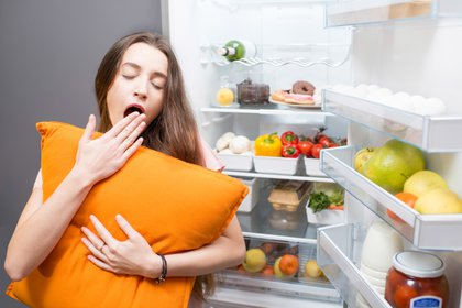 Una dieta puede ayudar a potenciar un sueño reparador o hacer justo lo contrario (Shutterstock)