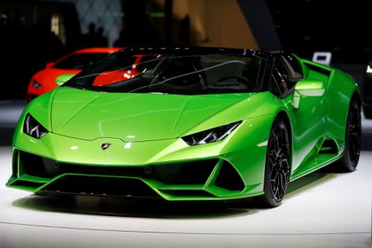 El Lamborghini Huracan Evo Spyder tiene un motor V10 de 5,2 litros y 640 caballos. Su techo de lona puede abrirse o cerrarse en 17 segundos.