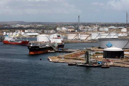 En junio PDVSA exportó cerca de 379.000 barriles por día (bpd) de crudo y productos refinados (REUTERS/Henry Romero)