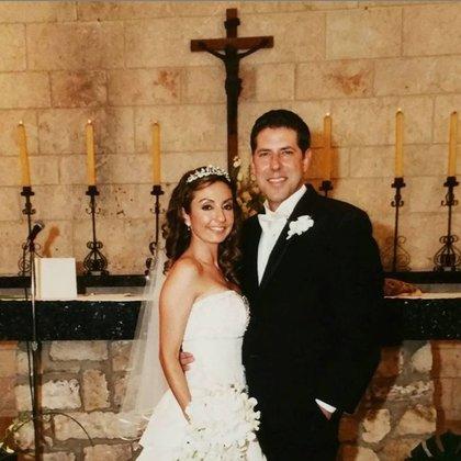 Ruhama Buni Canellis, esposa del Padre Alberto, el día de su boda pensó que podrían asesinarla debido a su relación (Instagram @padrealbertocutie)