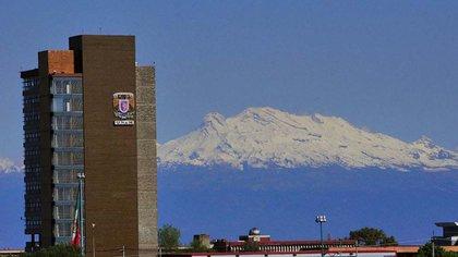 Graue pertenece a la Academia Mexicana de Cirugía y es presidente de la Academia Nacional de Medicina (Foto: Especial)