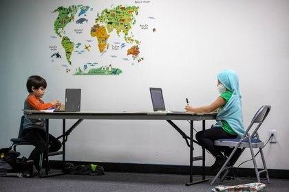 Los ámbitos escolares deben seguir los protocolos de cuidado - REUTERS/Mike Blake