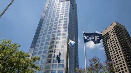 El edificio de YPF
