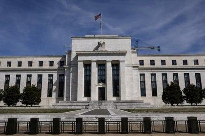 Fachada del edificio de la Reserva Federal en Washington, DC (REUTERS/Brendan McDermid/Archivo)