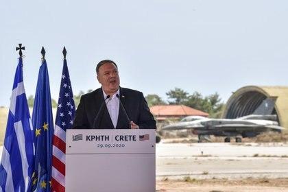 Mike Pompeo en su visita a una base naval en Grecia (Reuters)