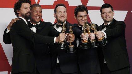 """Bob Persichetti, Peter Ramsey, Rodney Rothman, Phil Lord y Christopher Miller, el equipo de """"Spider-Man: un nuevo universo"""" (REUTERS/Mike Segar)"""