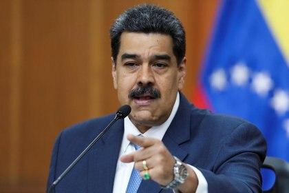 Foto de archivo de Nicolas Maduro, gesticulando en una rueda de prensa en el Palacio de Miraflores (REUTERS/Fausto Torrealba)