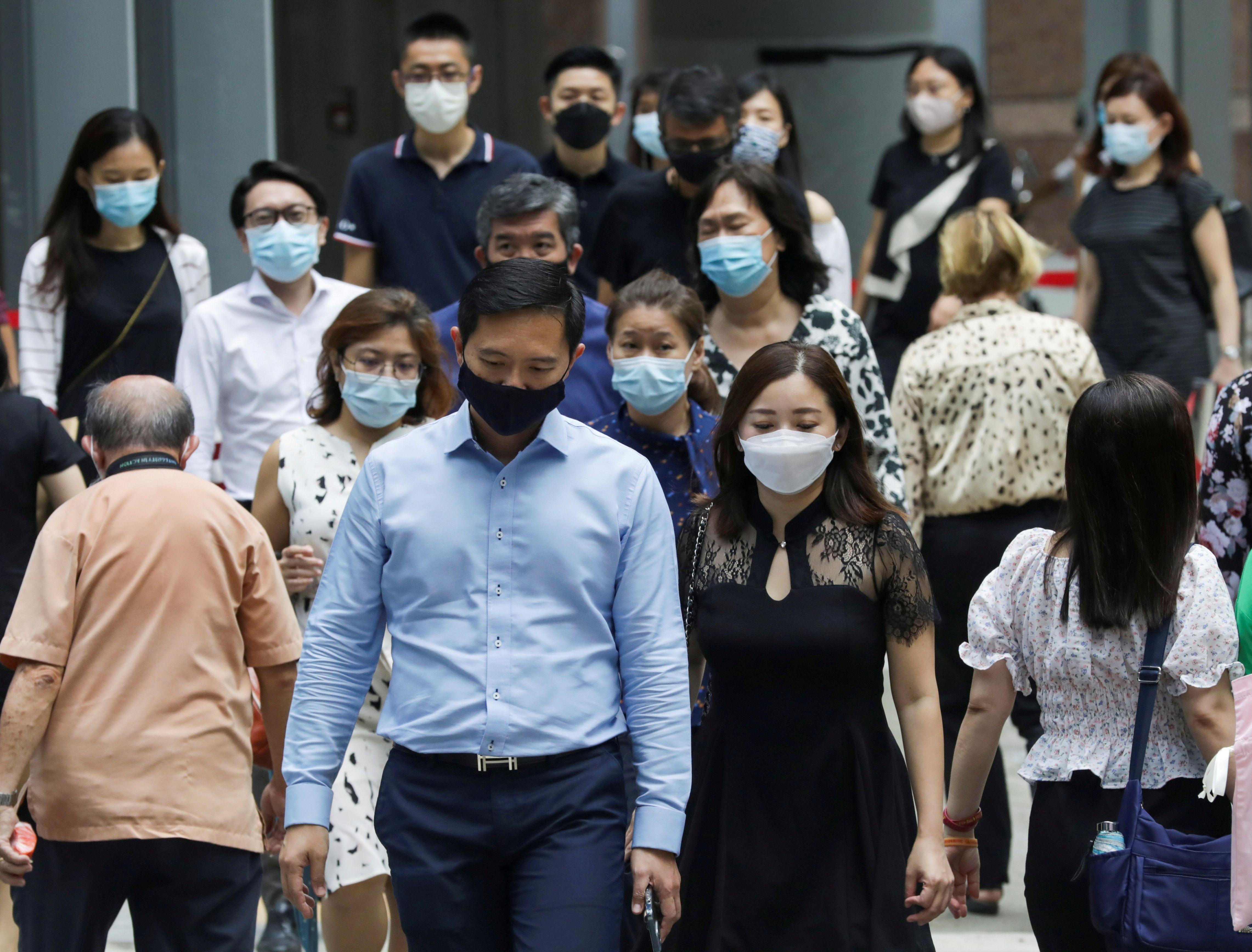 El uso de los barbijos era frecuente en Asia antes de la pandemia del coronavirus. Los utilizaban por cuestiones de cortesía ante el encuentro con otras personas o porque habían tenido otras epidemias de infecciones respiratorias (Reuters/Dawn Chua)