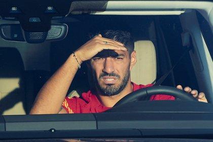 Luis Suárez cobraría en el Atlético de Madrid la mitad del salario que percibe actualmente en el Barcelona (EFE/Alejandro García/Archivo)