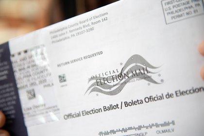 En Pensilvania las autoridades electorales le permitieron al equipo de campaña de Trump supervisar más de cerca el conteo de votos (EFE/EPA/TRACIE VAN AUKEN)