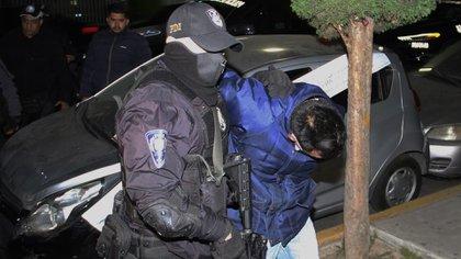 Los elementos arrestaron a un hombre que posiblemente participó en el traslado de los restos humanos de los dos adolescentes de origen mazahua asesinados el pasado 27 de octubre en la Ciudad de México (Foto: Cuartoscuro)
