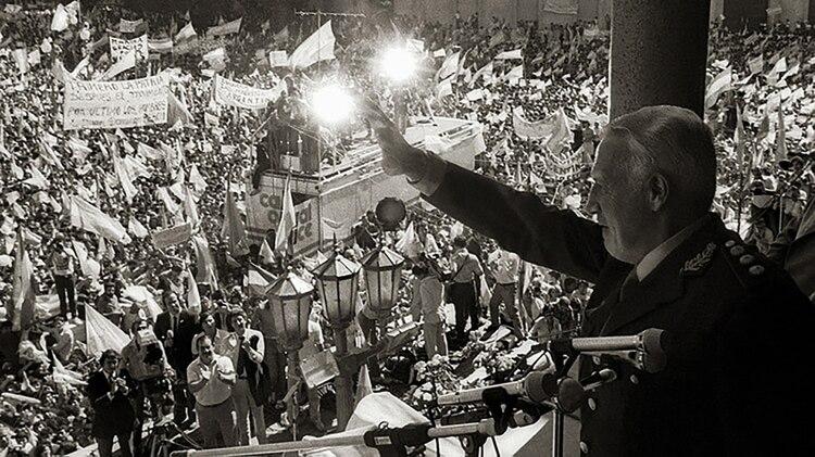 """""""El gobierno argentino no escuchó el pedido del Presidente Reagan de no invadir"""", expuso Thatcher en la sesión del 6 de mayo sobre la orden de Galtieri y la Junta Militar.. Foto Victor Bugge."""