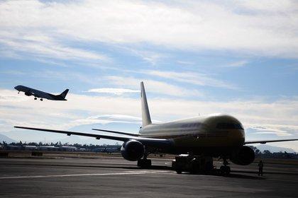 El primer equipo que llegará al nuevo aeropuerto será el de la Fuerza Aérea Mexicana, el cual llegará en punto de las 11 horas (Foto: Daniel Augusto/Cuartoscuro)