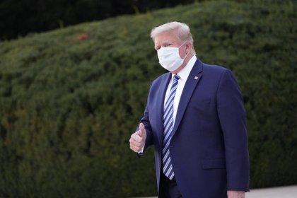 Trump usando mascarilla