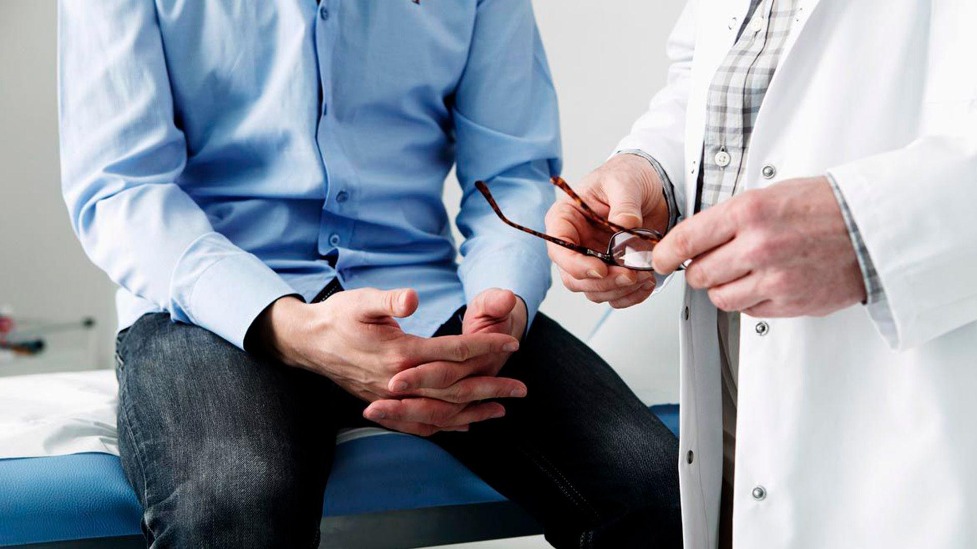 hombre consulta infertilidad medico