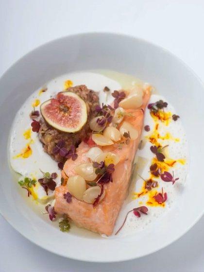 Trucha ahumada, almendras e higos frescos, uno de los platos que ofrece Tegui por San Valentín