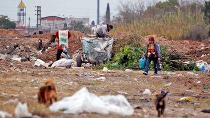 El año pasado hubo casi 3 millones de nuevos pobres en el país (Reuters)