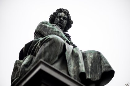 Beethoven nació, pasó su infancia, su juventud y vivió hasta los 22 años en Bonn, Alemania. La ciudad tiene pensada una celebración por los 250 años del natalicio del compositor, que se extenderá hasta el 2021 (EFE/EPA/CHRISTIAN BRUNA)