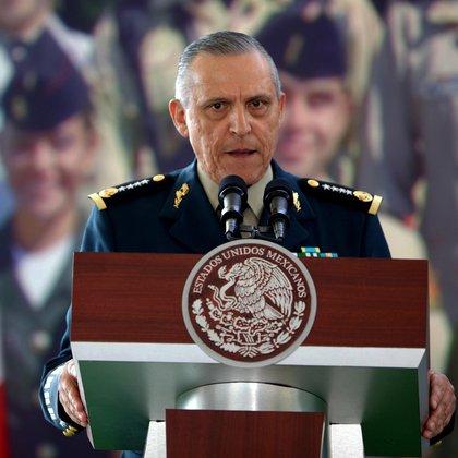 Estuvo al frente de la Sedena entre 2012 y 2018, de 2015 a 2017 habría beneficiado a un remanente de los Beltrán Leyva (Foto: EFE/José Méndez)