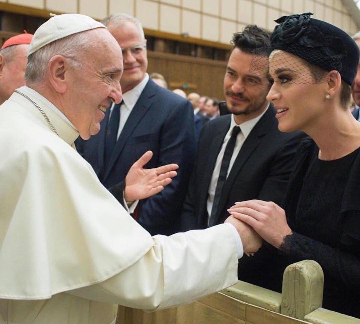 Katy Perry y Orlando Bloom frente al papa Francisco en abril de 2018 (Foto Instagram)