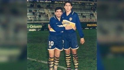 Maradona y Riquelme con la camiseta de Boca