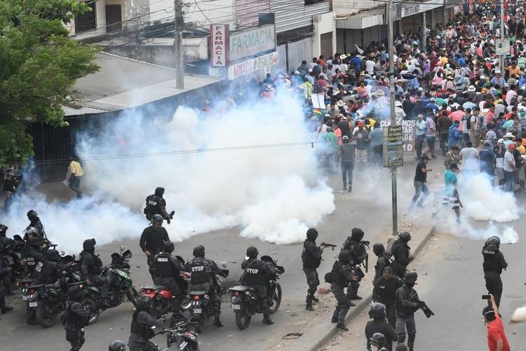 Hubo incidentes en muchas de las protestas (Reuters)