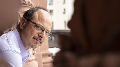 Alejandro Grimson, en el balcón que da a su despacho de la Casa Rosada.