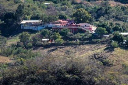 La propiedad se encuentra en las montañas, a la entrada de La Tuna (Foto: EFE)