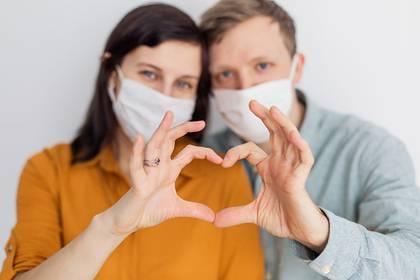 """Estamos ante un momento que produce mucha incertidumbre y angustia y es un gran desafío poder sobrellevarla con la pareja"""", admite a Infobae Mauricio Strugo, psicólogo y sexólogo (Shutterstock)"""
