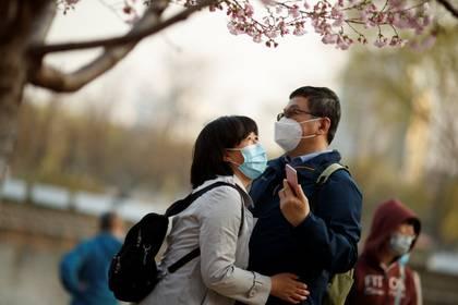 México vendió mascarillas a China durante el inicio de la pandemia, posteriormente se vieron obligados a recomprar los insumos del país asiático a un costo superior. (Foto: REUTERS/Thomas Peter)
