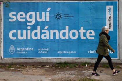 Uno de los posters del Ministerio de Salud para comunicar la importancia de cuidarse por el COVID-19 (Foto: Franco Fafasuli)