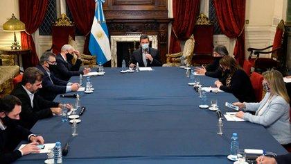Los jefes de los bloques parlamentarios se reunieron ayer en el Salón de Honor con Sergio Massa