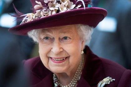 La reina Isabel II de Gran Bretaña en las oficinas del MI5, Londres, Inglaterra, el 25 febrero de 2020