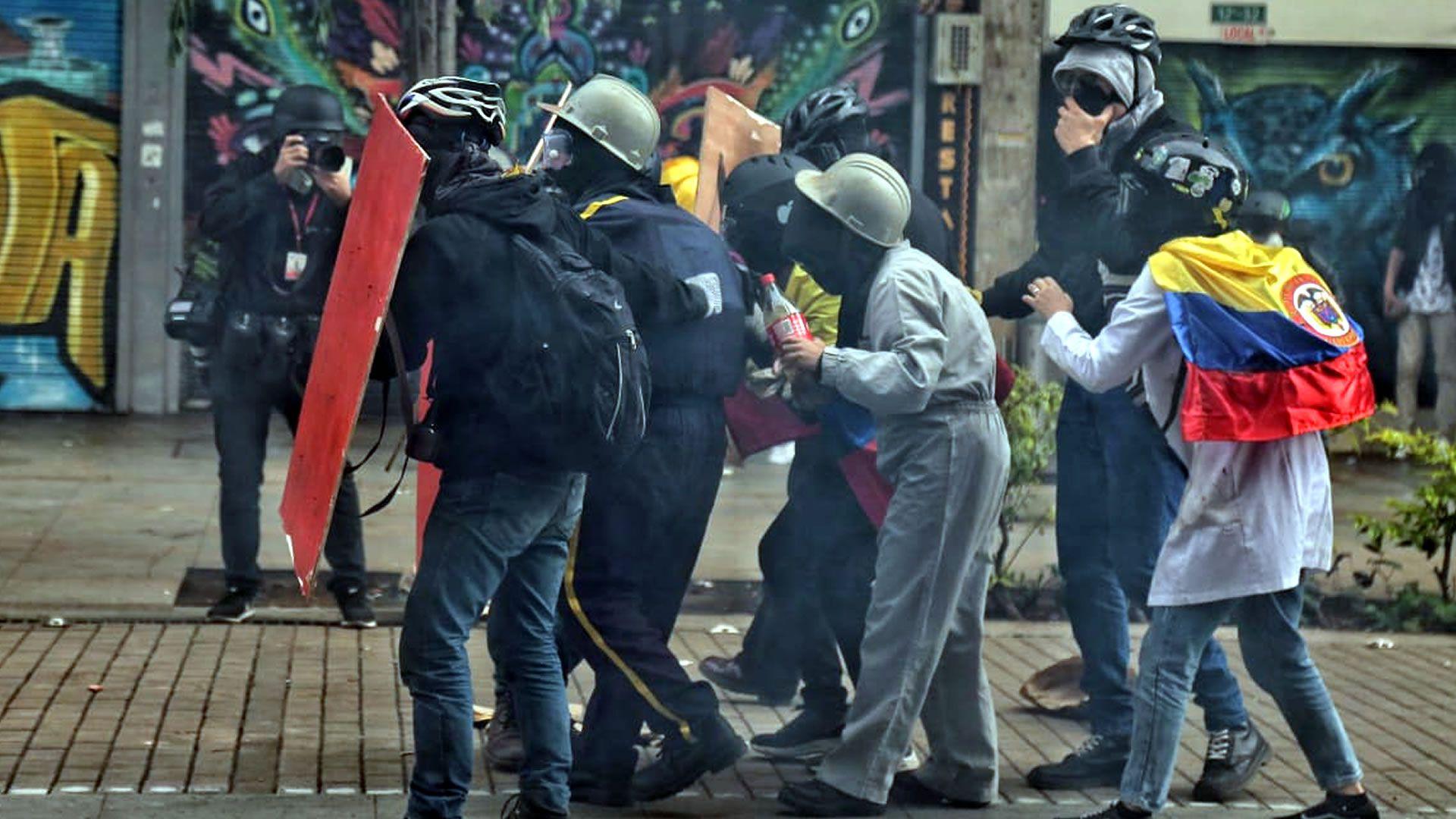 Disturbios en el centro de Bogotá luego de llevarse a cabo las marchas del Paro Nacional. (Colprensa - Álvaro Tavera).