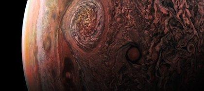 La masa del planeta es aproximadamente un 38% de la de Júpiter (en la imagen) (Foto: NASA / JPL-Caltech / SwRI / MSSS / Roman Tkachenko)