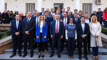 Antes de las PASO Fernández firmó acuerdos con los gobernadores. Repite en Mendoza