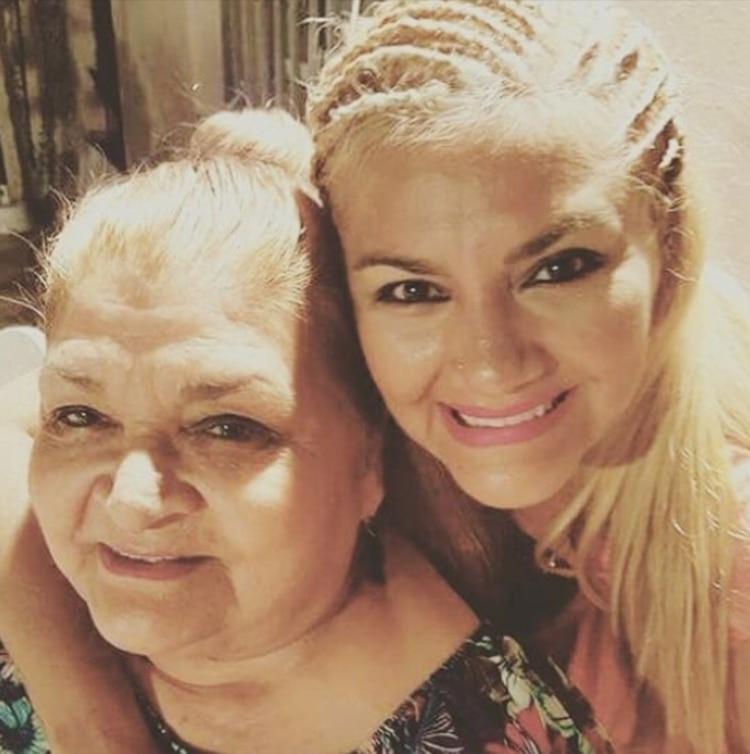 Gladys con su mamá, Adela, quien atraviesa un delicado estado de salud. â??Recen por ellaâ?, pidió la cantante (Instagram)