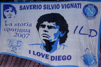 Algunos hinchas del Napoli consideran a Maradona como un Dios (Reuters)