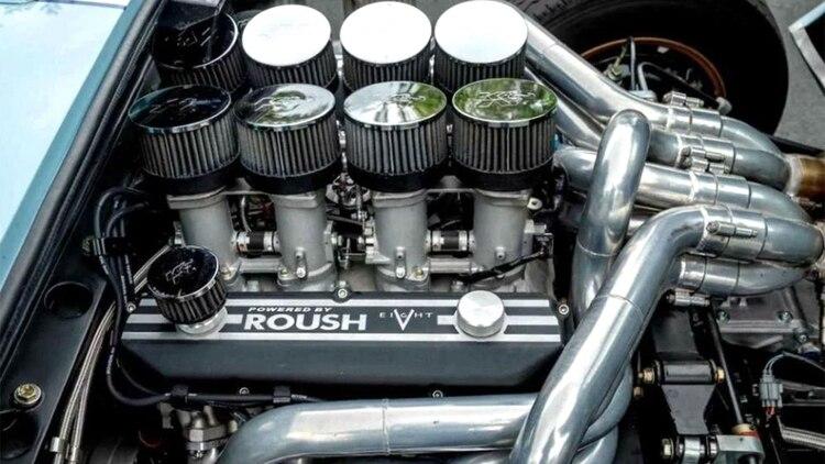 Tiene un motor V8 de 8,3 litros con más de 600 CV. El GT40 original tenía un V8 de 7.0 litros
