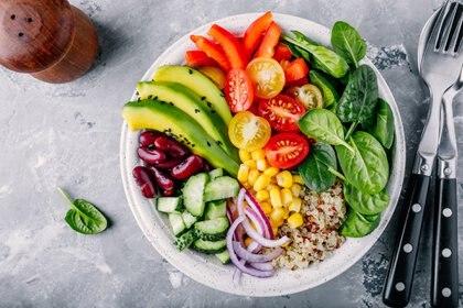 Palta, quinoa, choclo, tomates, morrones, pepino: los ingredientes ideales para una ensalada fresca