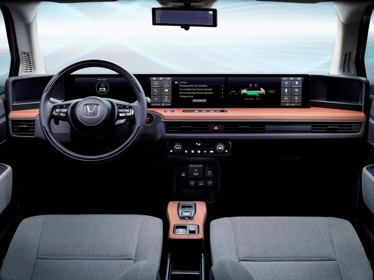 Las pantallas del interior del Honda e muestran todo lo que pasa en el exterior