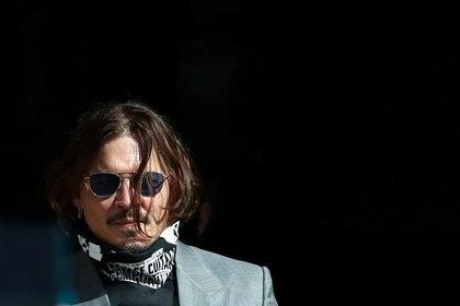 El actor Johnny Depp llega al Tribunal Superior de Londres, Reino Unido. 28 de julio, 2020. REUTERS/Simon Dawson