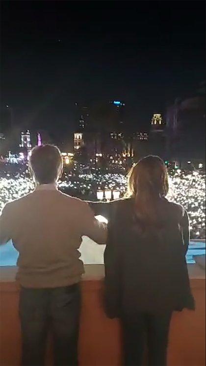 Macri y la Primera Dama en el balcón de la Casa Rosada