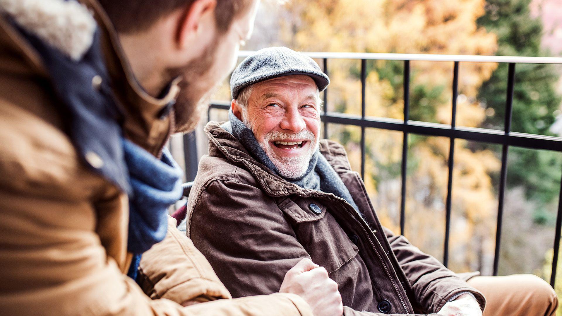 Las personasmayores se tienen que cuidar del frío para prevenir problemas de salud (Shutterstock.com)