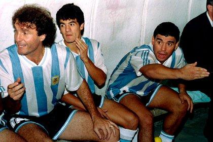 Ruggeri, Ortega y Maradona durante un partido con la Selección previo al Mundial 94 (Reuters)