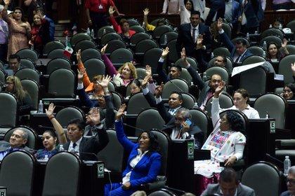 Luego de más de 15 horas de discusión se aprobó la Reforma Educativa (Foto: Cuartoscuro)