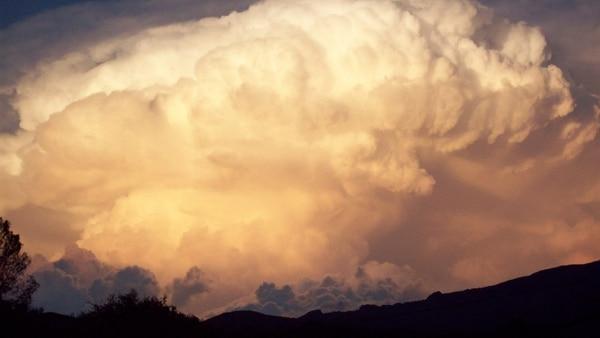 Formación de una tormenta sobre las sierras de Córdoba
