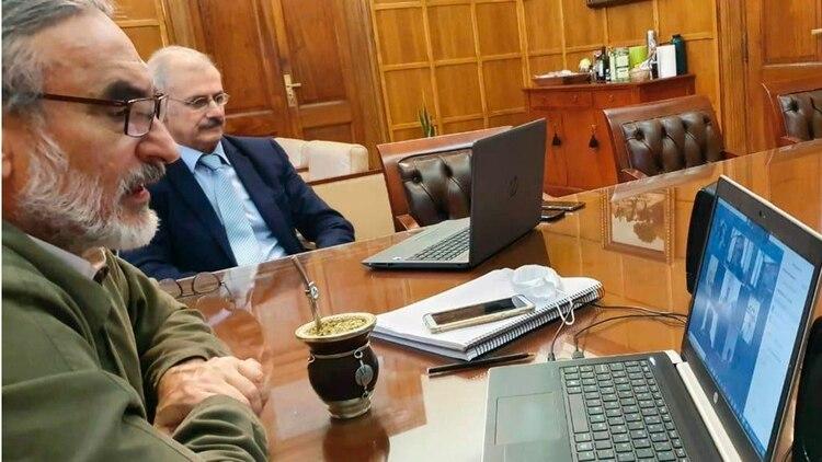 El ministro Luis Basterra durante la reunión por videoconferencia de la semana pasada con los dirigentes de la Mesa de Enlace