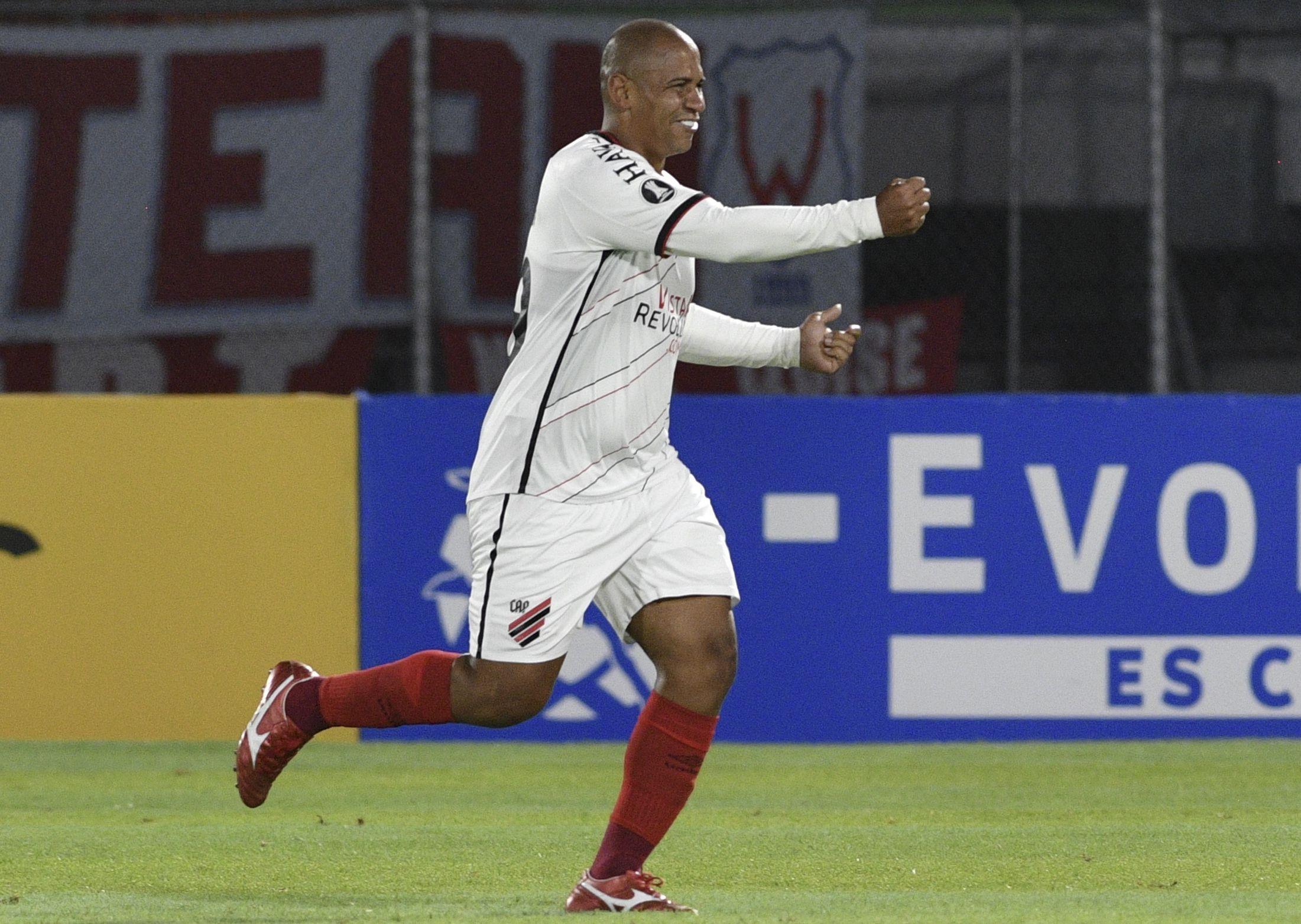 Festejo Paranaense 3 - 2 Jorge Wilstermann
